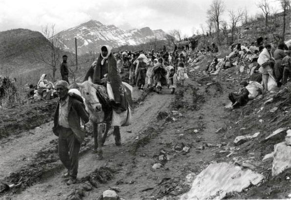 Iraqi Kurdish refugees fleeing into Turkey, 1991 Photo: Hugh Pope