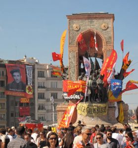 Revolutionary flags on the Taksim monument